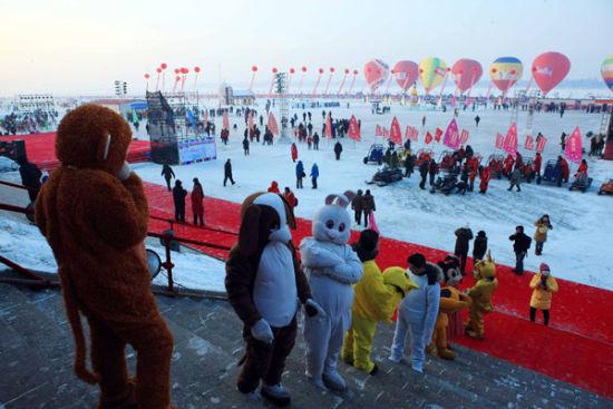 冰雪欢乐谷   位于哈尔滨防洪纪念塔东侧的哈尔滨冰雪欢乐谷,将其100