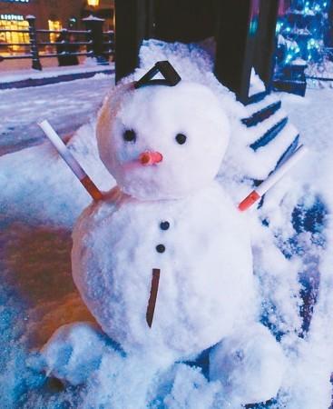幼儿园窗户雪人