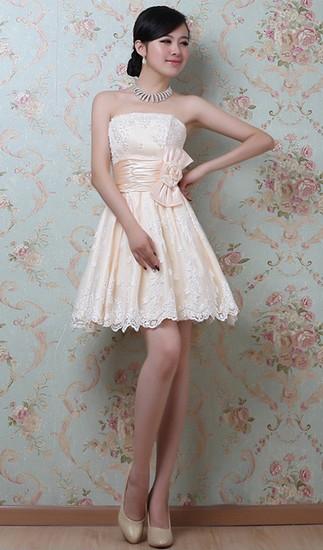 白色花纹蕾丝边蝴蝶结束腰抹胸礼服