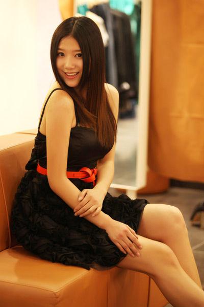 黑色小礼服裙