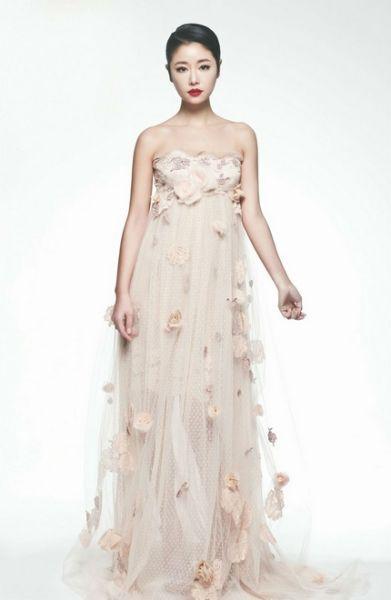 裸色花朵装饰长裙
