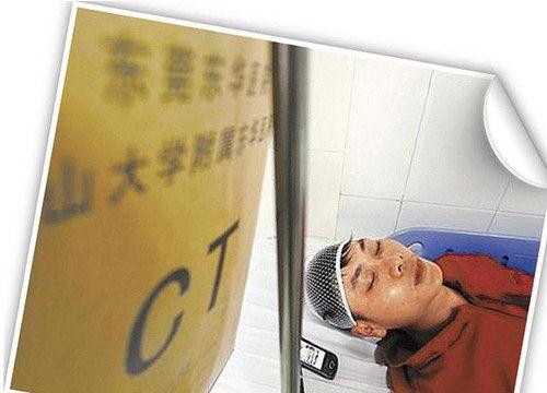 遭殴的巡场员刘龙健头部受伤,在医院接受治疗