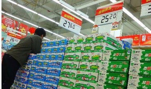 微博网友热议蒙牛牛奶中添加了大量牛尿