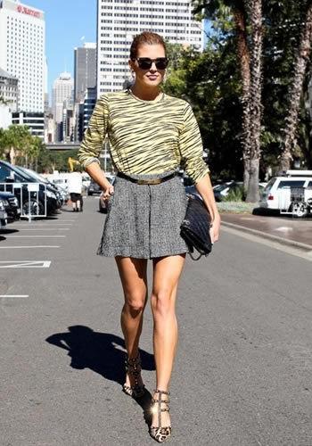 几何印花短裙