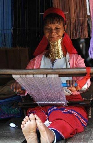 长颈族生活在泰国与缅甸交界处