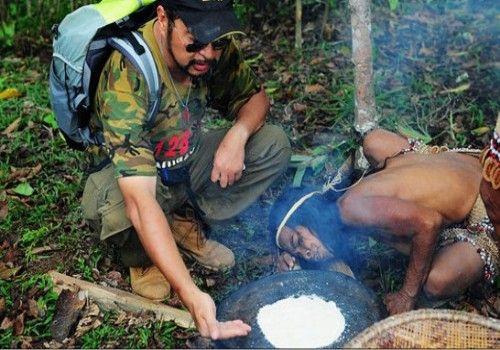 """在由石块磨制而成的烘炉上烙制""""山药饼"""""""