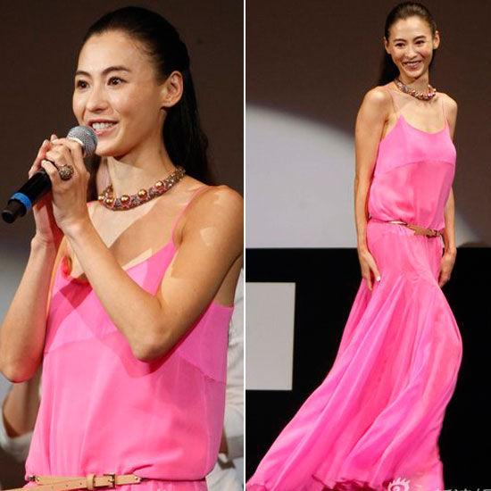 粉红色拖地场纱裙