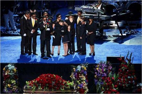 悼念仪式上家人及众多明星追忆杰克逊
