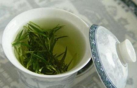 吃海鲜后喝茶长结石
