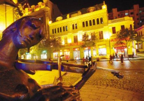 百年老街灯火璀璨