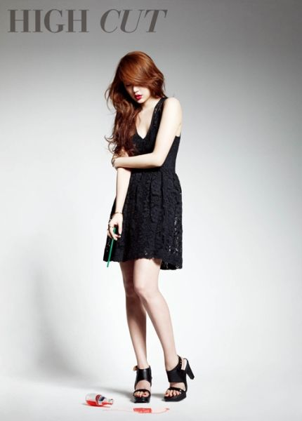 V领黑色蕾丝连衣裙