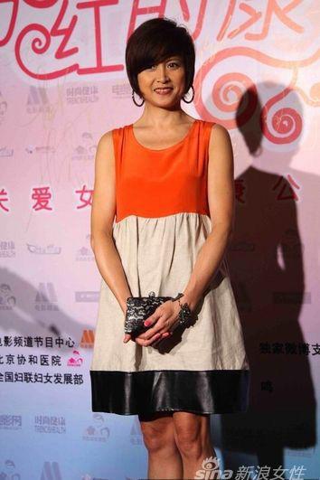 橙色+米色的拼接短裙