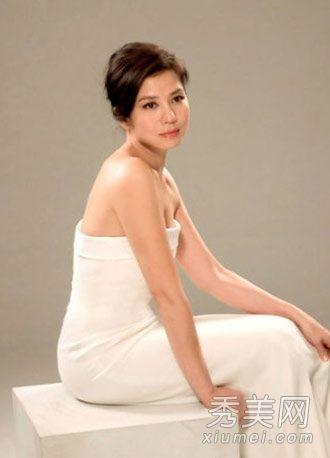 白色抹胸长裙