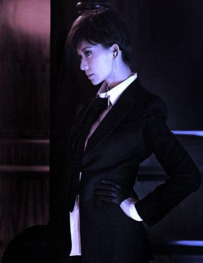 白衬衫+黑领带+黑色西装