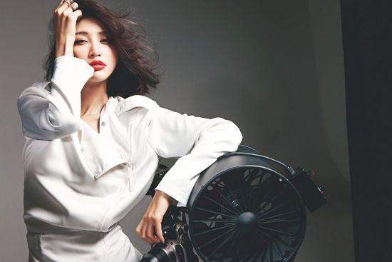 张歆艺最爱黑白色
