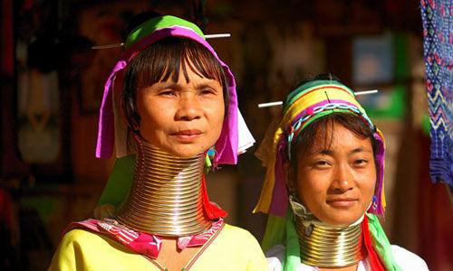 参观泰国北部长颈部落