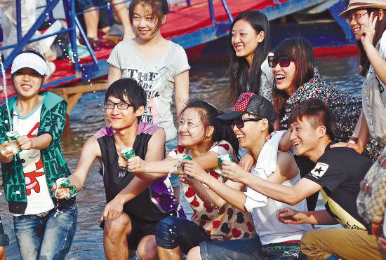 """""""迷人的哈尔滨之夏""""令游客流连忘返。"""
