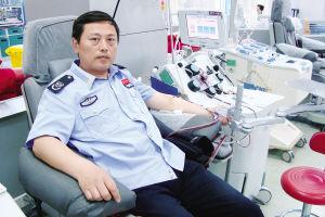 在献血现场的张玮