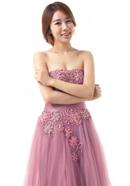 粉色束腰抹胸蕾丝长裙