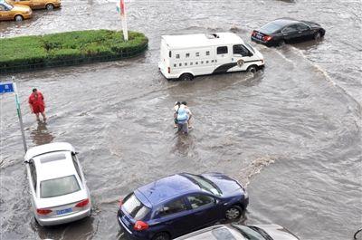 哈市强降雨造成10余处地段内涝