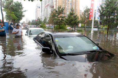 积水淹没车身