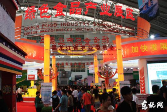 绿色食品展区人潮涌动。 东北网记者 李倩摄