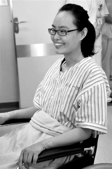 张丽莉.看见张丽莉老师在医护人员的护理下自己转着轮椅出高清图片