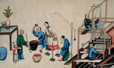 民间剪纸等表现手法,将麦秸剖开,烫平,剪刻结合,经染色,烫色,抢毛,撕