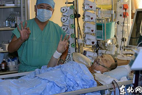 据心外科主任蒋树林教授介绍,医院还撤除了叶建华的呼吸机,拔出