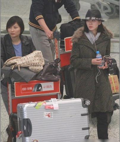 气质女星刘诗诗秋冬街拍 优雅演绎时尚穿搭图片