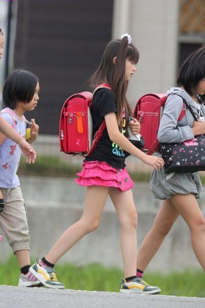 性感日本个学生美女_比基尼腹肌长腿日本12岁小学生女团走红比
