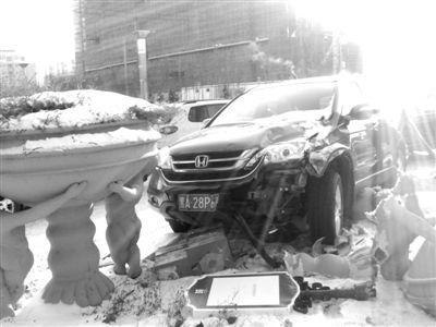 哈尔滨玛莎拉蒂车祸 哈尔滨学院路车祸 哈尔滨江北学院路 高清图片