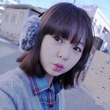 童颜美女短发烫发