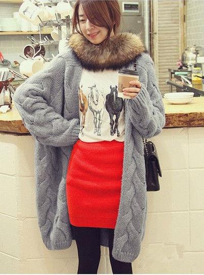 长毛衣外套搭配红色毛线包臀裙
