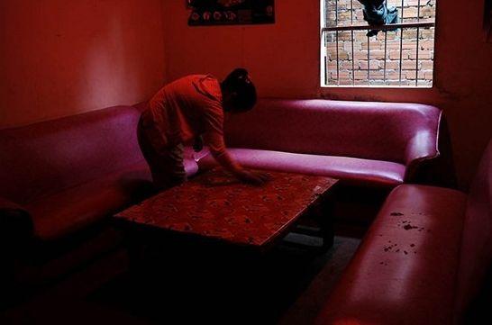 红色欧式沙发灯箱图片