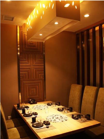 高档装修的豪华包房,舒适的座椅以及独立的卫生间