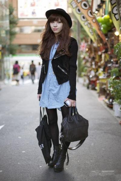 黑色夹克搭配牛仔衬衫