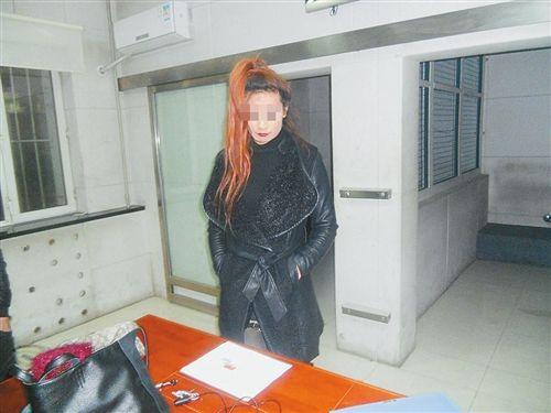 苏州陪吸冰毒的女人_妖艳吸毒女 竟是男儿身图片