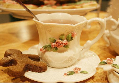 和闺蜜共度午后悠闲的下午茶时光(组图)