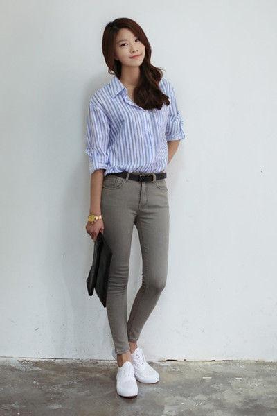 蓝白竖条纹衬衫 白色短袖t恤搭配蓝白竖条纹哈伦裤