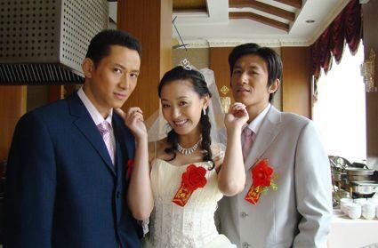 右边男人疑是孙小梅的老公