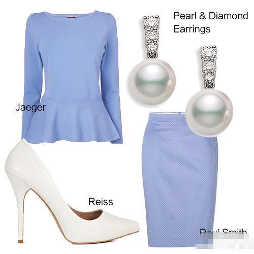 的浅蓝色系套裙