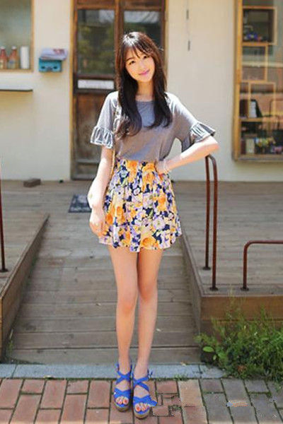 娇小女生穿衣时尚搭配 小清新显高显瘦美搭 高清图片