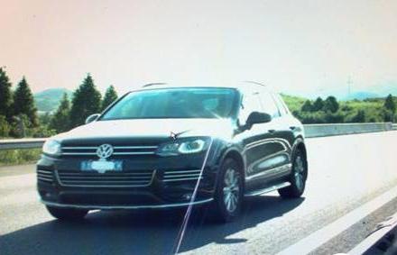 佳木斯 佳木斯新闻 正文    汽车违法行驶时,司机为了逃避电子警察