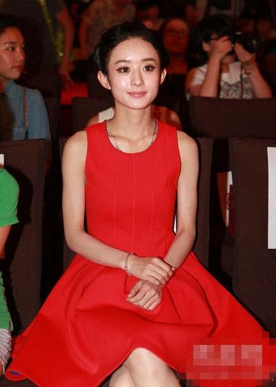 大红色的连衣裙