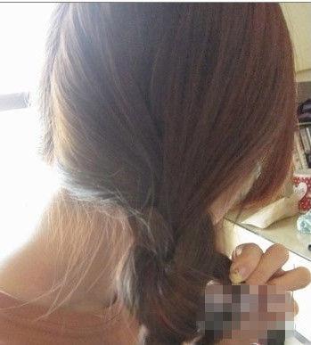 双扎麻花辫编发 一分钟就能速成可爱发型