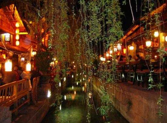 大研古城位于云南省丽江市丽江坝的中部