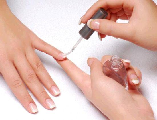 女性常涂指甲油的三大危害图片