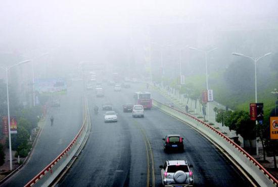 雾霾阻击战:汽车尾气排放成雾霾天气首因