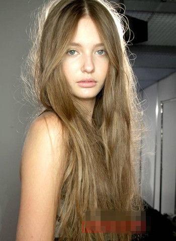 [维纳斯造型]少女唯美露额长发发型 无刘海突出精致图片